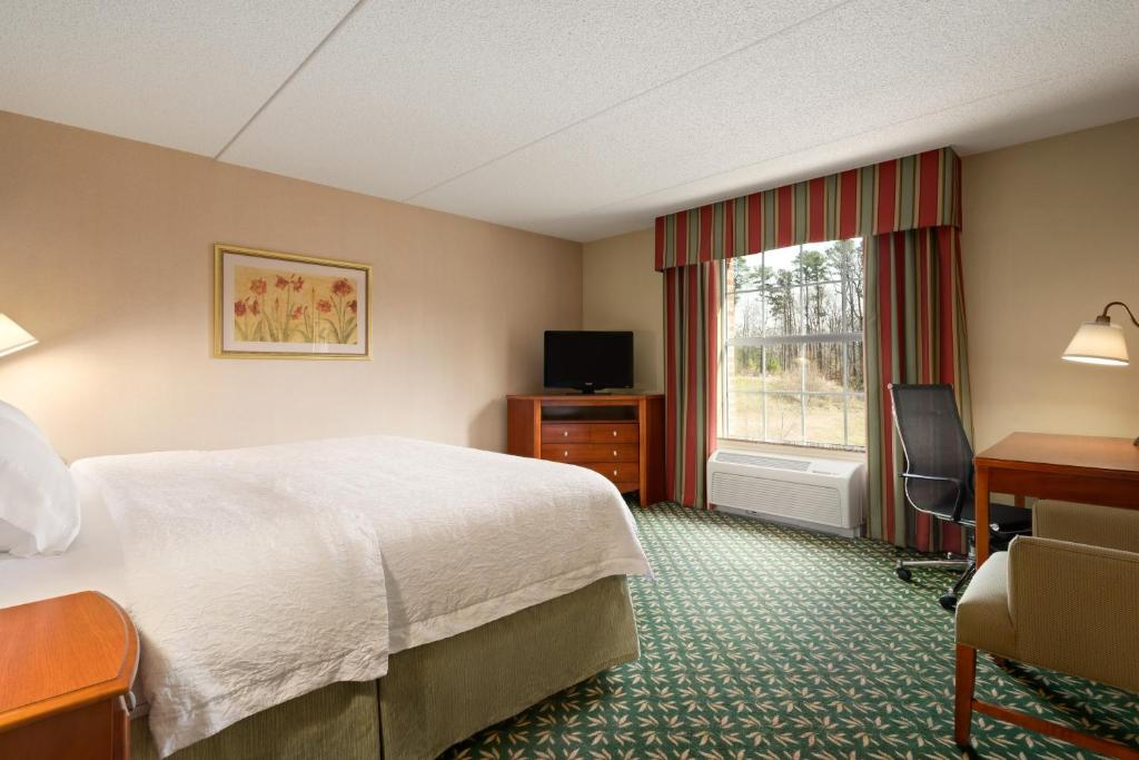 gallery image of this property - Hampton Inn Bedding