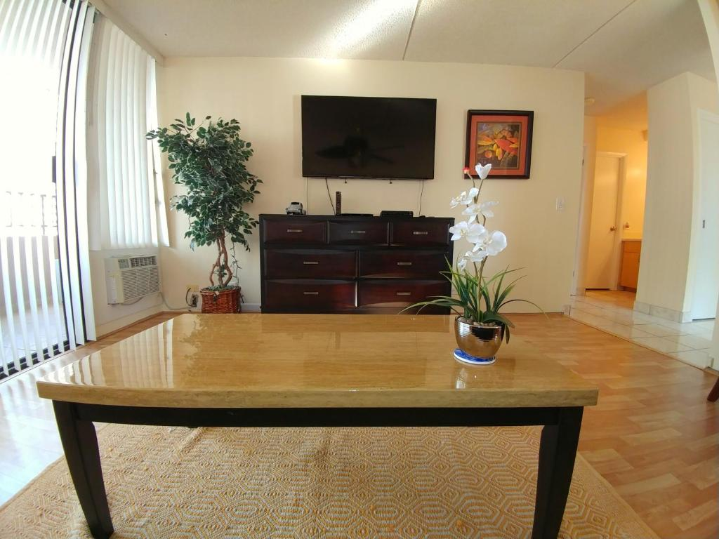 Apartment Royal Kuhio #1001, Honolulu, HI - Booking.com