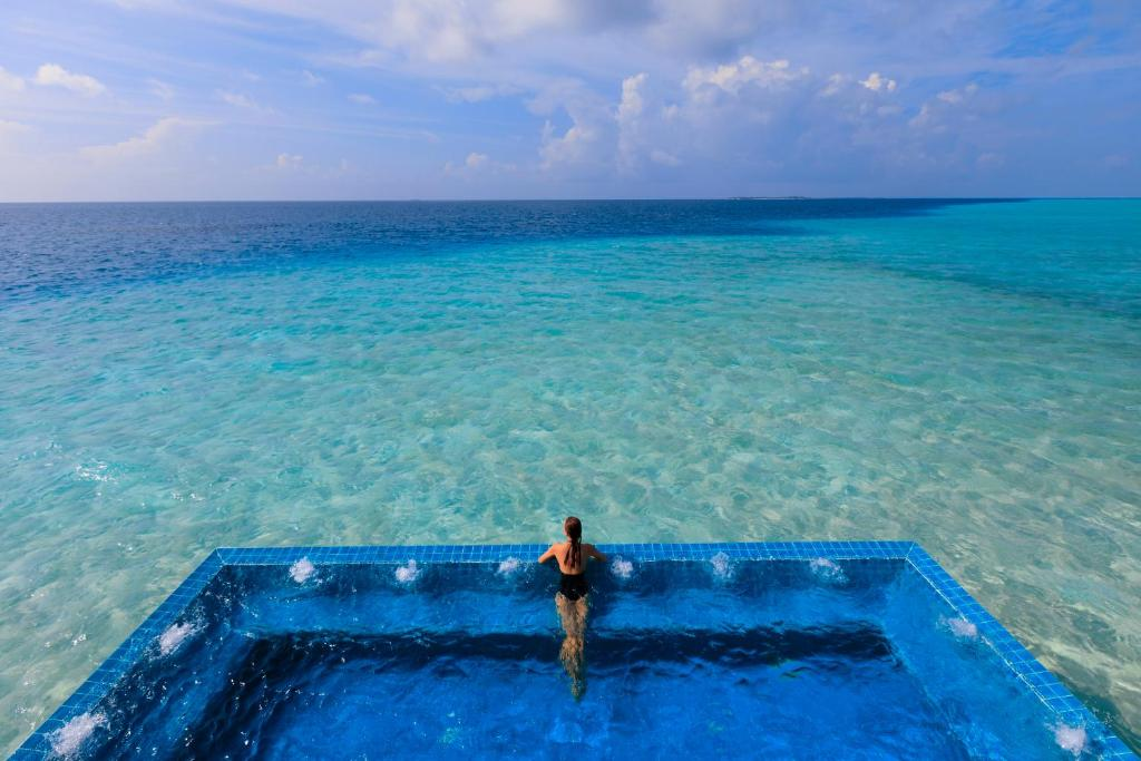 Image result for gambar Velassaru Maldives Resort, Maladewa
