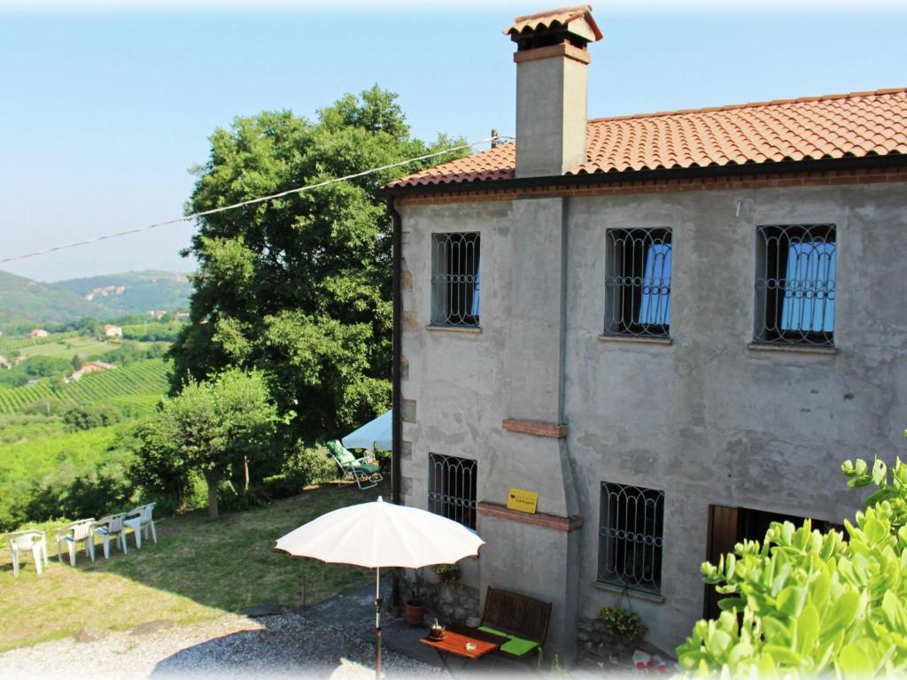 Nearby hotel : Cinto Euganeo Tre 4p