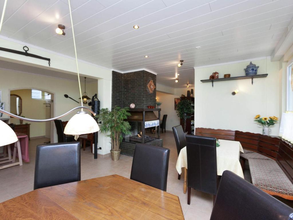 Studio eifel inn feuerscheid germany for Hotels in eifel germany