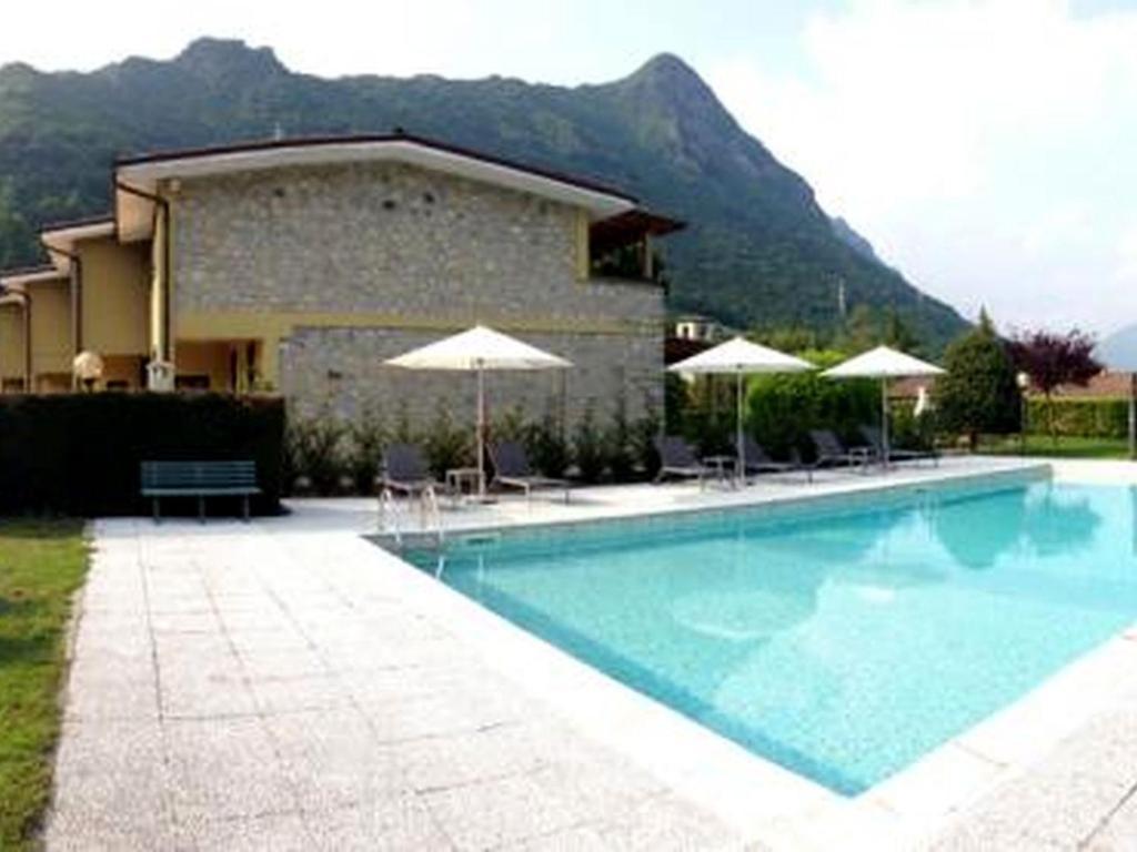 Nearby hotel : Idro Classic 2