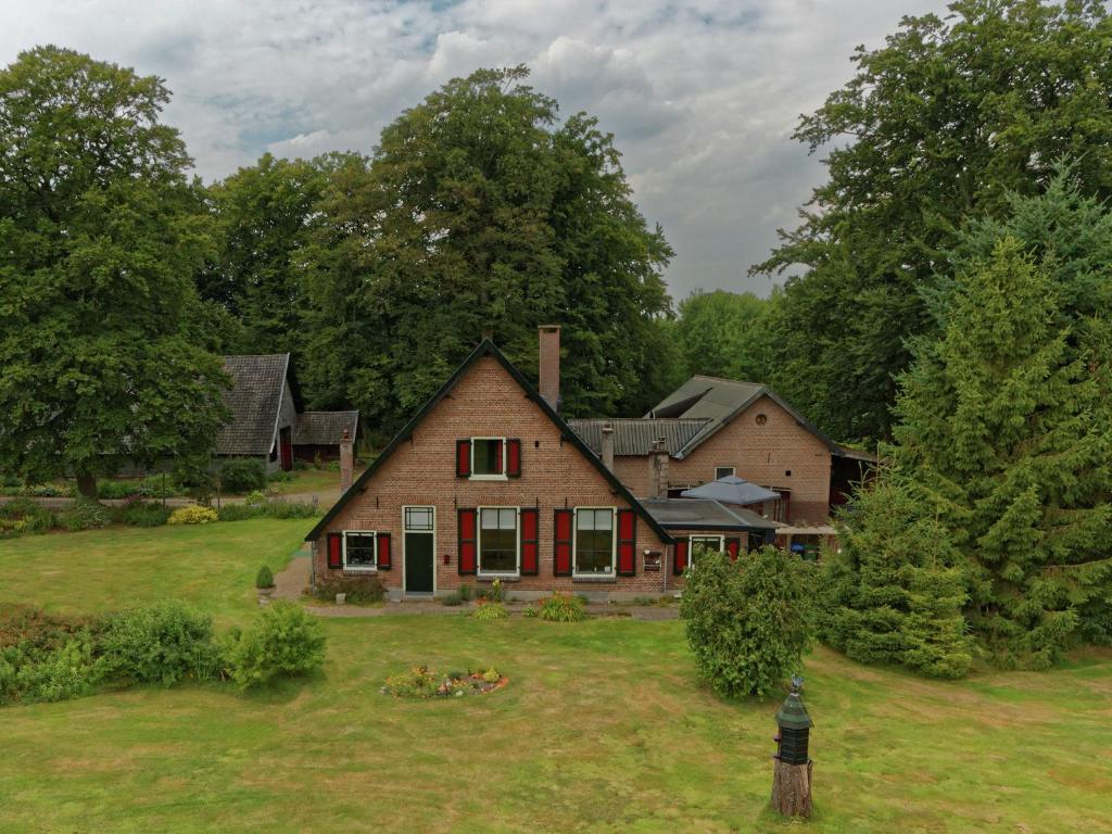 Dichtbijzijnd hotel : Koetshuis De Lange Hut