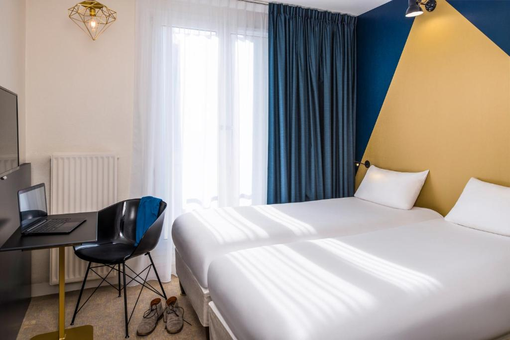 A bed or beds in a room at ibis Styles Paris 15 Lecourbe