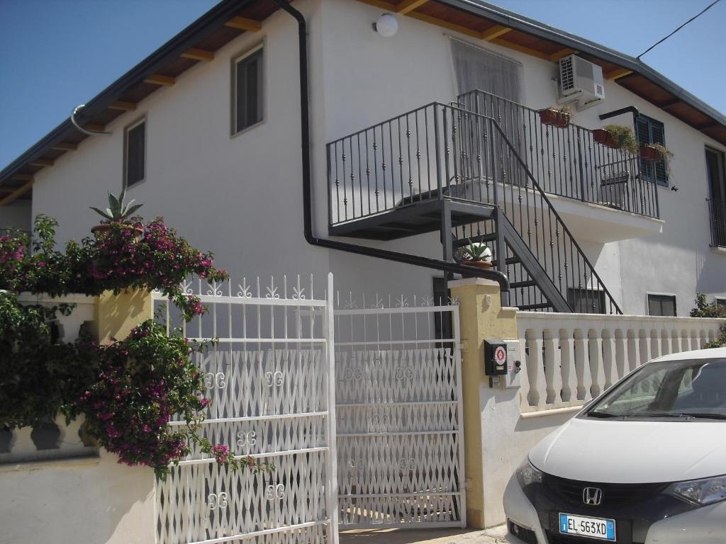 Appartamento Lago - Mare (Italia Foce Varano) - Booking.com