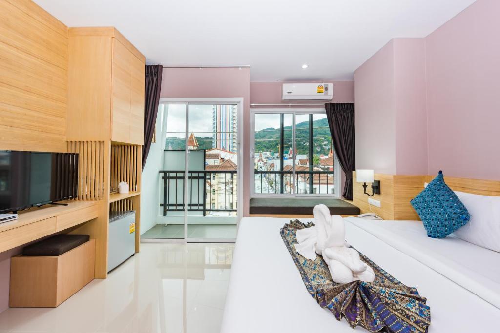 Rayaan 6 Guest House Restaurant Patong Beach Thailand Deals