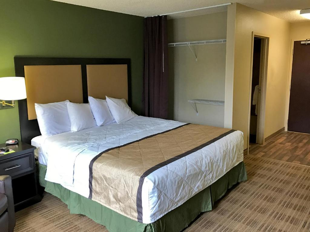 classic sneaker 22cc0 46194 extended stay america boise