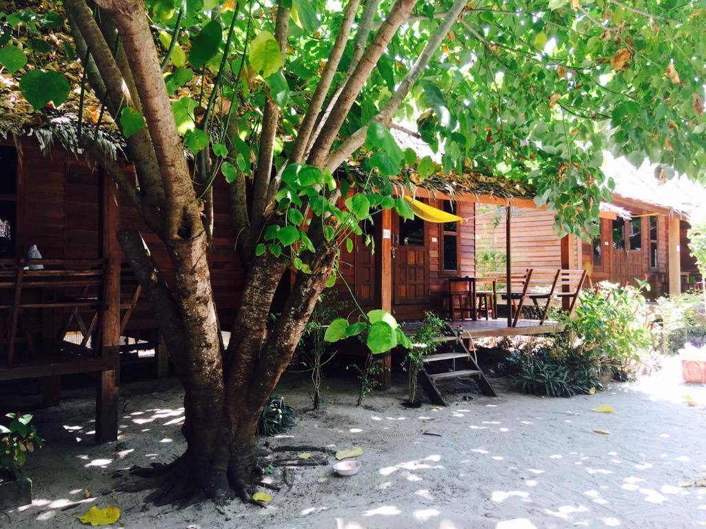Zanom Sunrise Beach Resort, Ko Lipe, Thailand - Booking.com