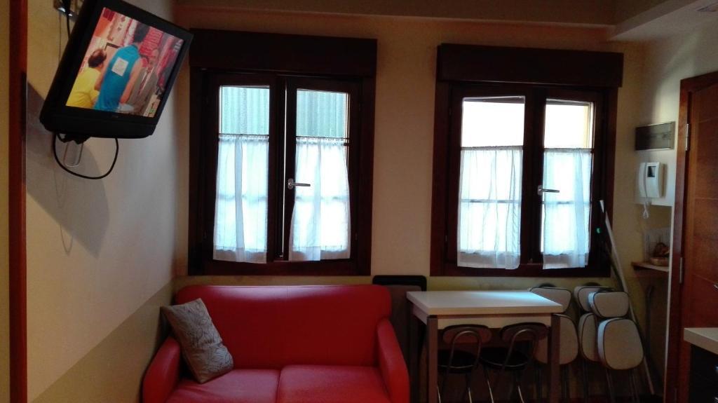 До пляжа можно дойти всего за 4 минуты. Комплекс апартаментов Santana расположен в тихом районе прибрежного астурийского города Льянес, всего в 250 метрах от железнодорожного вокзала. В современных апартаментах работает бесплатный Wi-Fi.