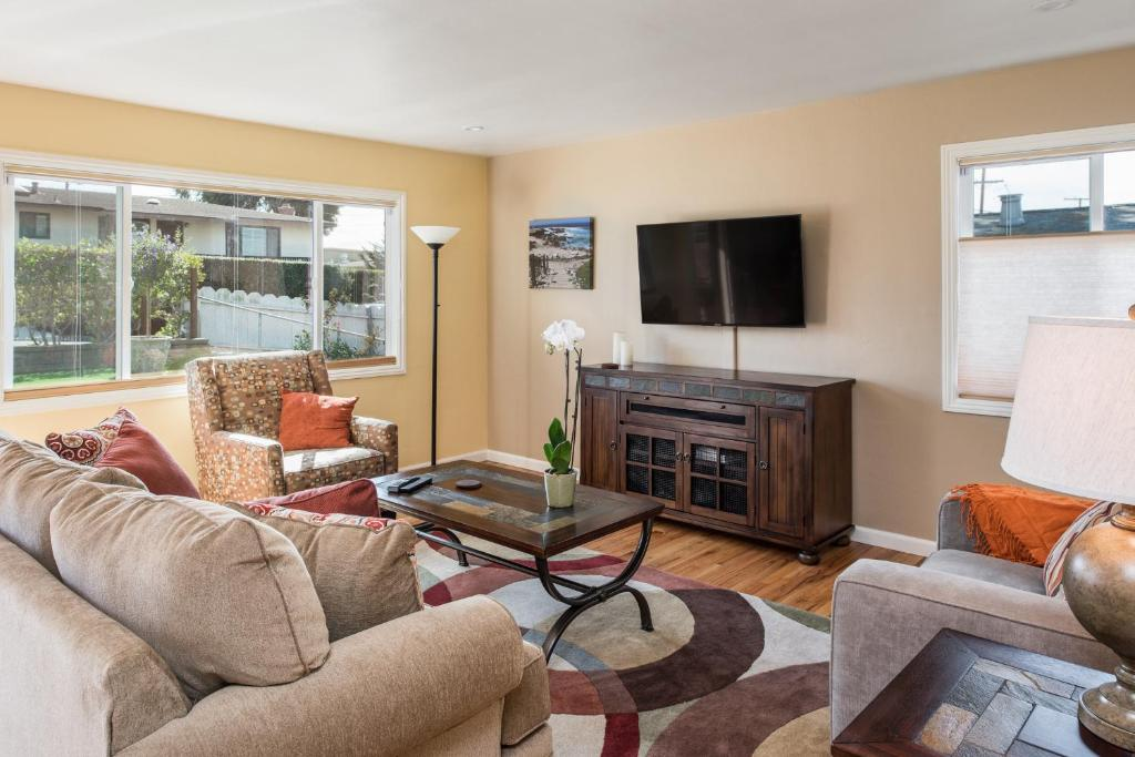 Vacation home seaside retreat two bedroom home 3733 monterey ca for Monterey hotels 2 bedroom suites