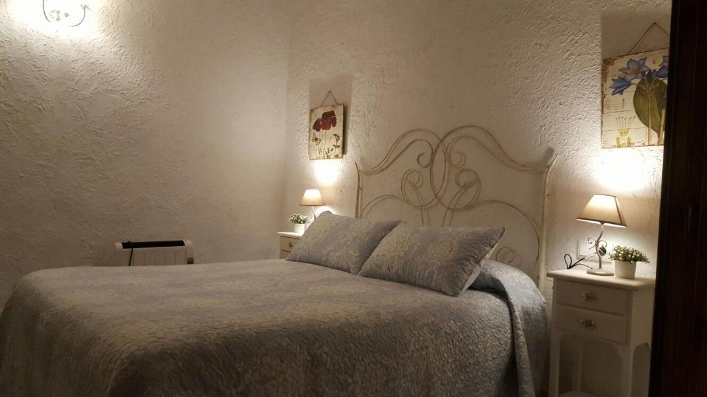 A bed or beds in a room at Vivienda Turistica La Arracada