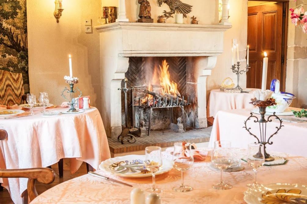 Restaurant ou autre lieu de restauration dans l'établissement Hostellerie Sarrasine