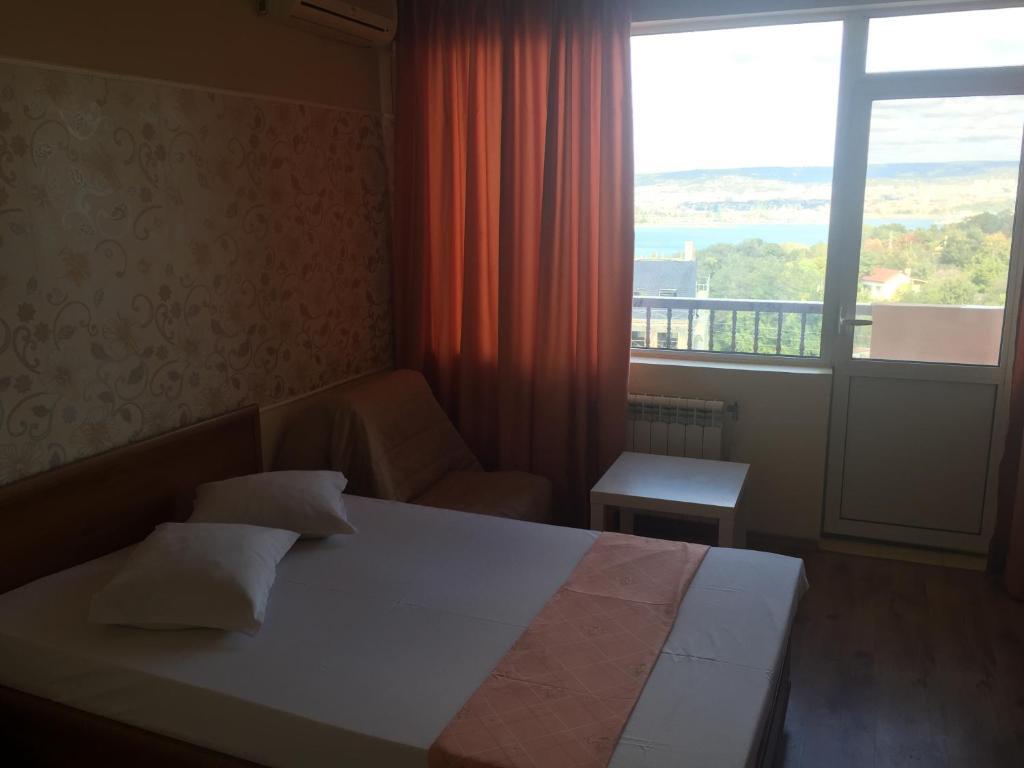 Ein Bett oder Betten in einem Zimmer der Unterkunft Family Hotel Zelenika