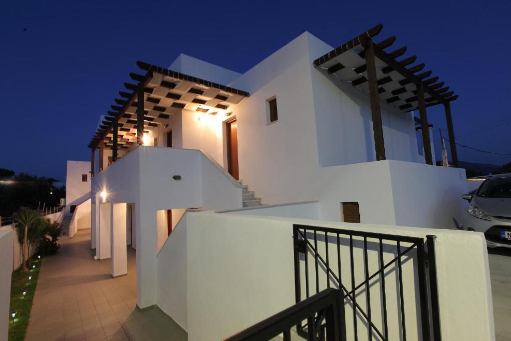 Дом в деревне остров Скирос недорого