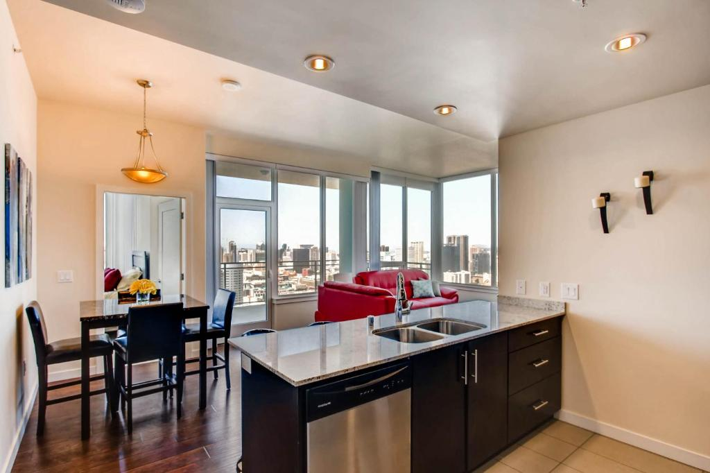 Apartment Best Views Of Downtown Sd Gaslamp San Diego Ca