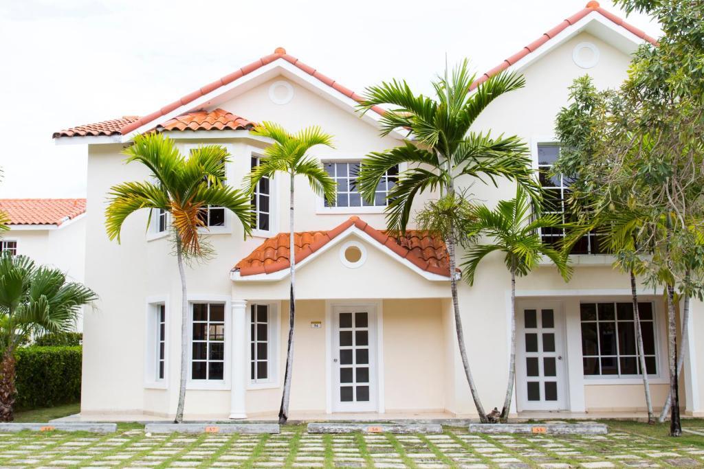 Villa anaya at villas del sol 2 punta cana dominican for Villas del sol