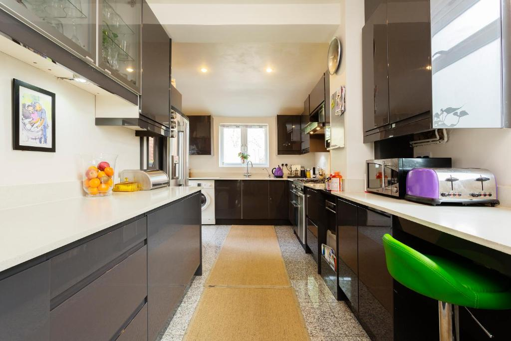 Holiday Home Veeve Colourful Minimalist London Uk Booking Com