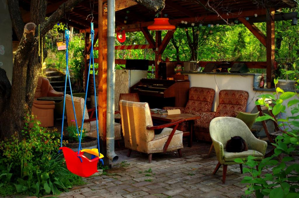 BBQ facilities available to guests at the hostel