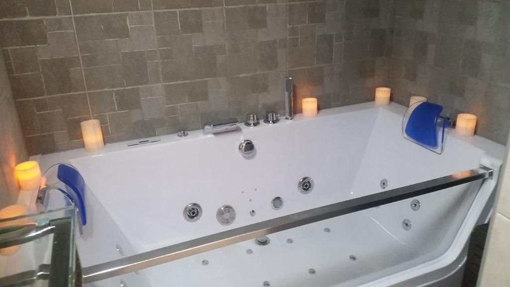 Appartement spa et piscine montpellier tarifs 2018 for Tarif piscine montpellier
