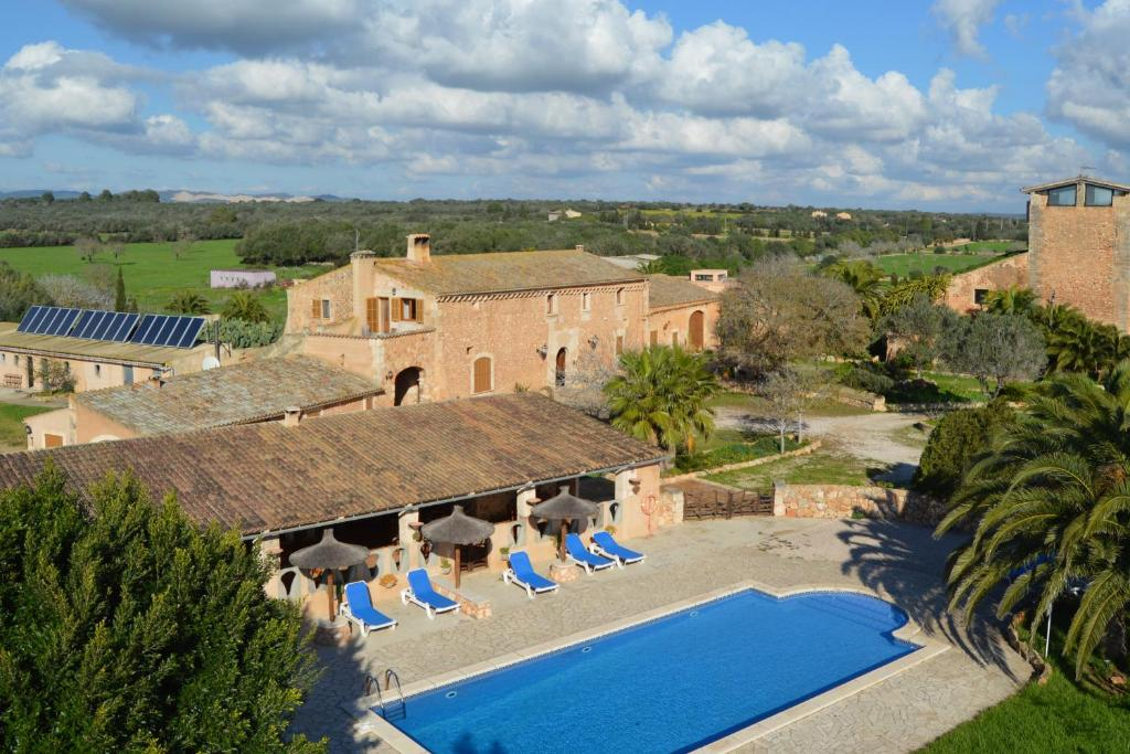 A view of the pool at Agroturisme Son Llado or nearby