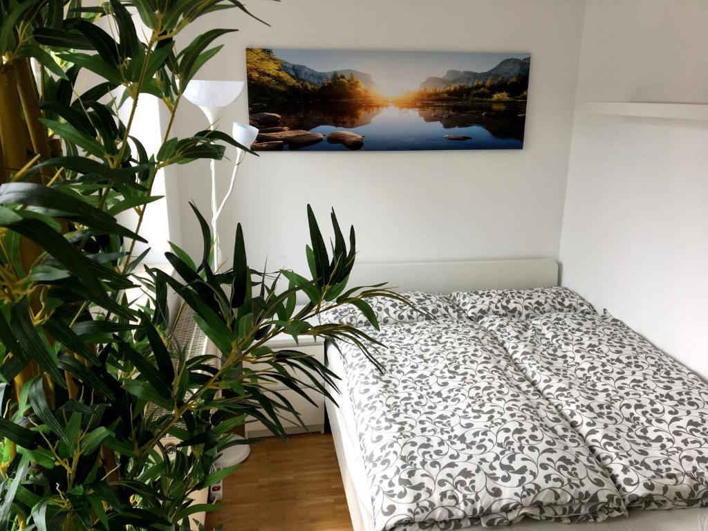 Llit o llits en una habitació de Apartment Downtown