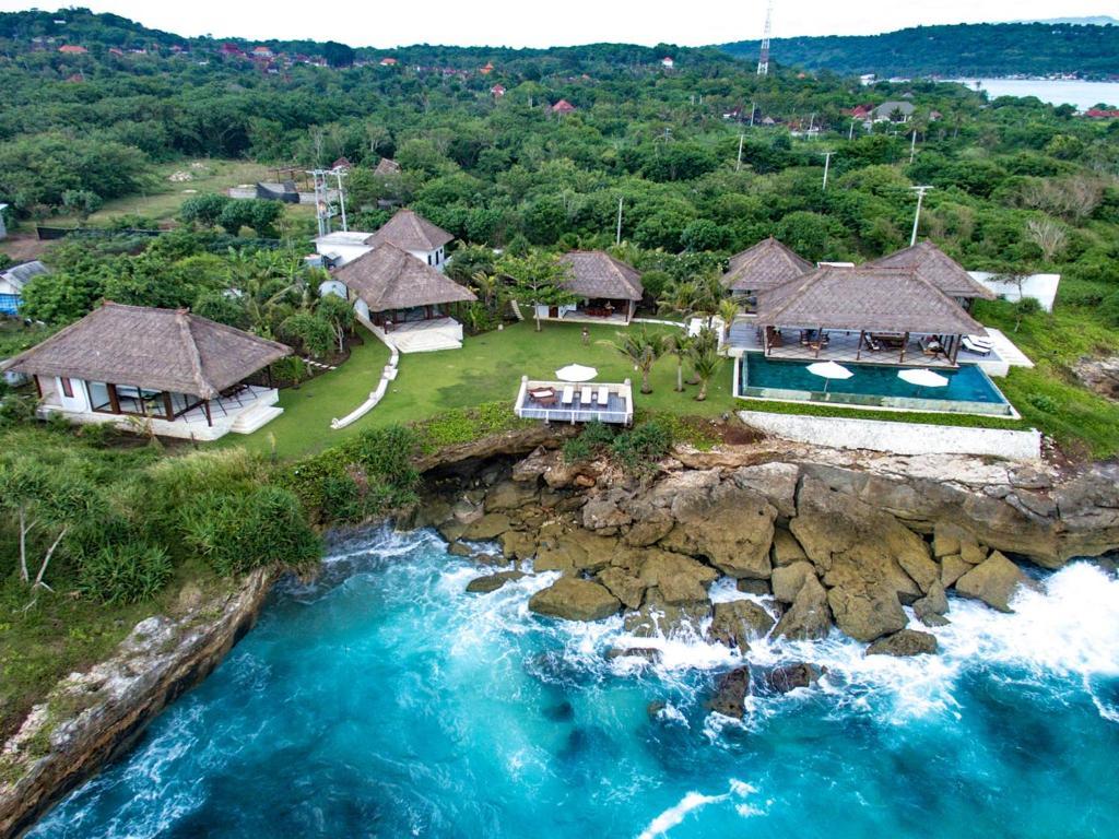 Villa bahagia lembongan indonesia for Bali indonesia hotel booking