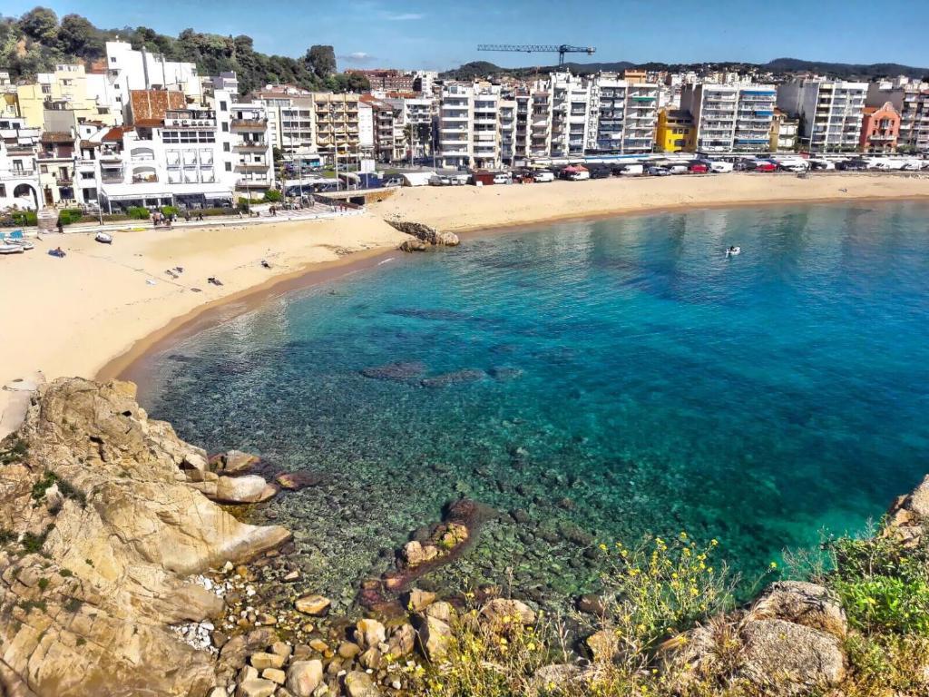 Apartamentos Ample 5, Blanes, Spain - Booking.com