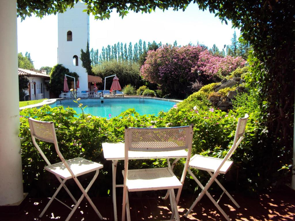 The swimming pool at or near Hotel Hostal del Caminante