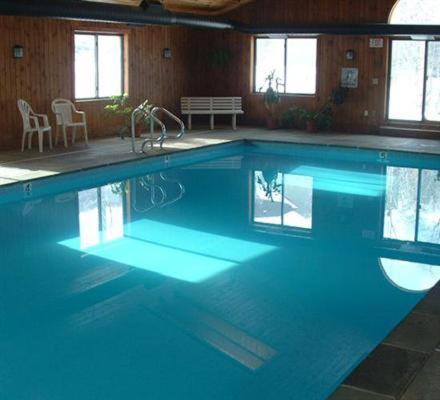 Condo hotel winterplace okemo mount ludlow vt for Ludlow hotels with swimming pool