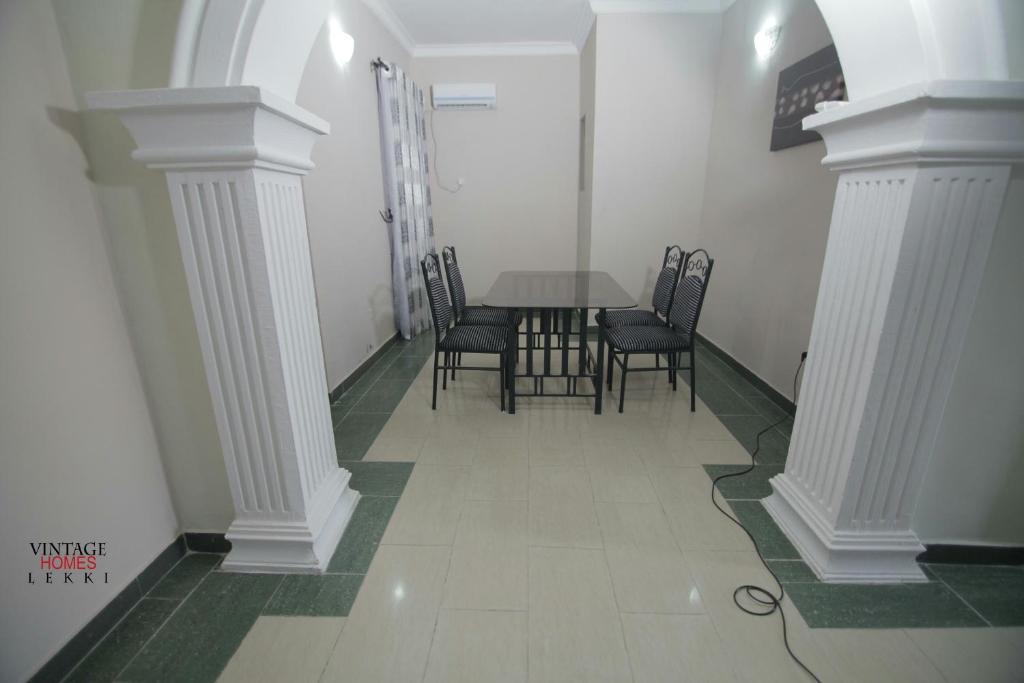 1 Floor Living