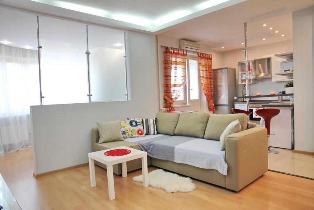 A seating area at Stylish apartment on Kutuzovskiy prospekt