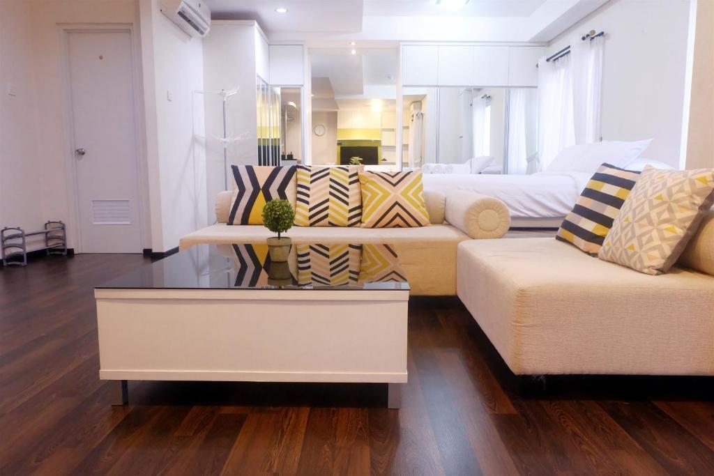 Astounding Studio 4Pax Thamrin City Cosmo Terrace By Travelio Jakarta Interior Design Ideas Tzicisoteloinfo