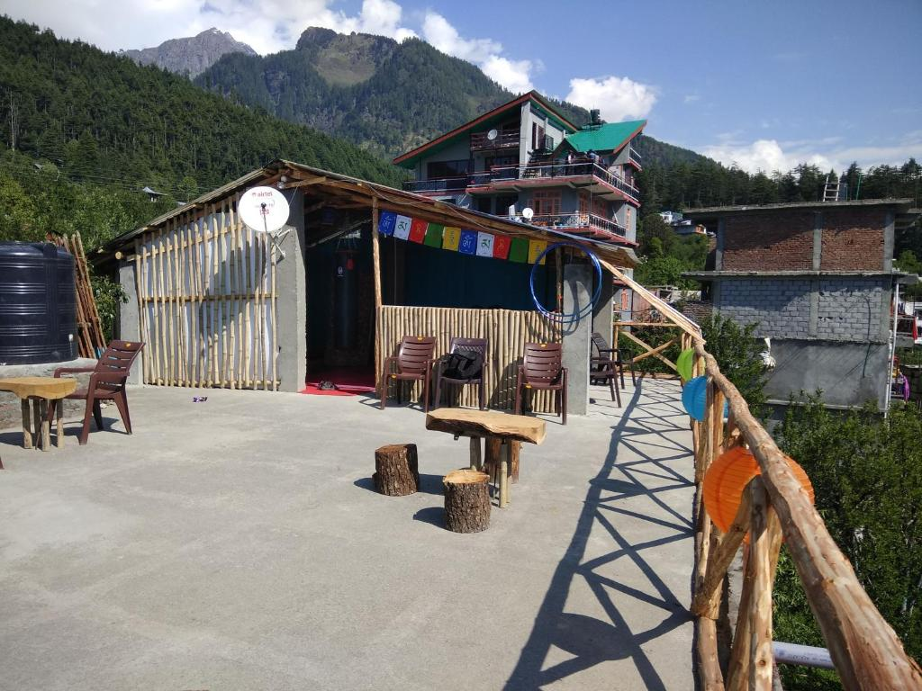Nomad's Den- A backpacker Hostel