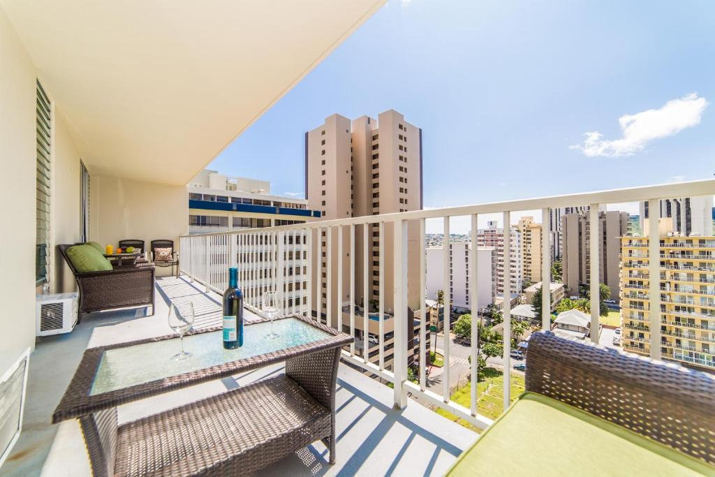 41 Photos Close 2 Bedroom Condo In The Heart Of Waikiki