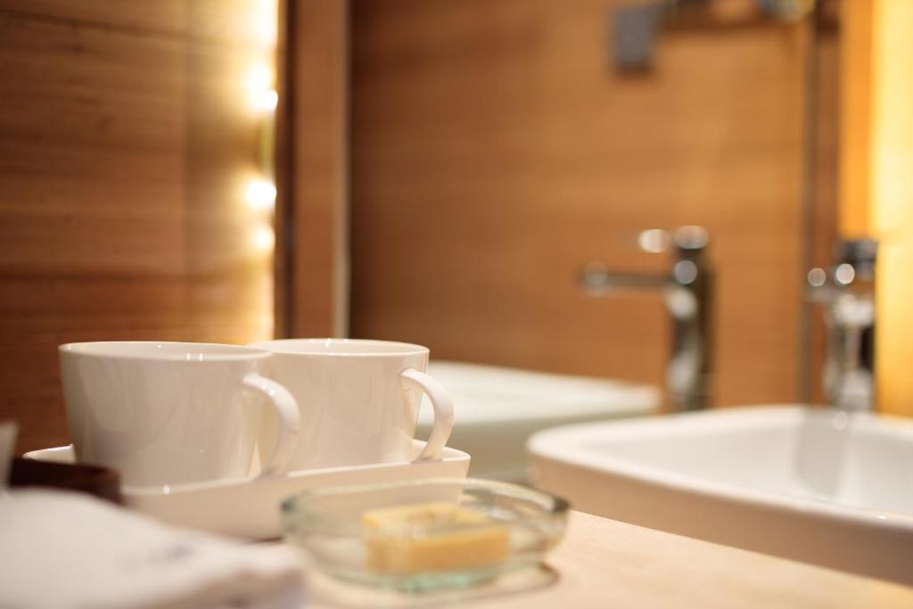 A bathroom at Hangzhou Cicada Hotel Hupao Branch