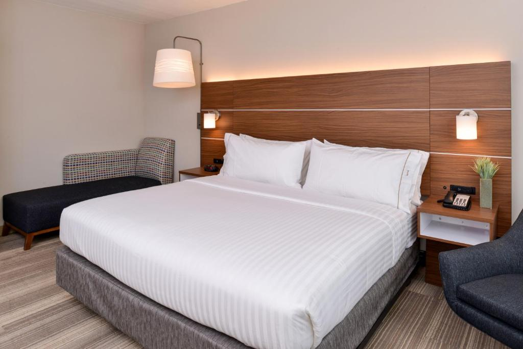 Holiday Inn Express & Suites - St. Petersburg - Seminole Area
