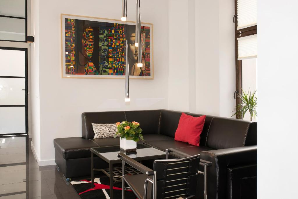 A seating area at Art Room Boutique Apartment