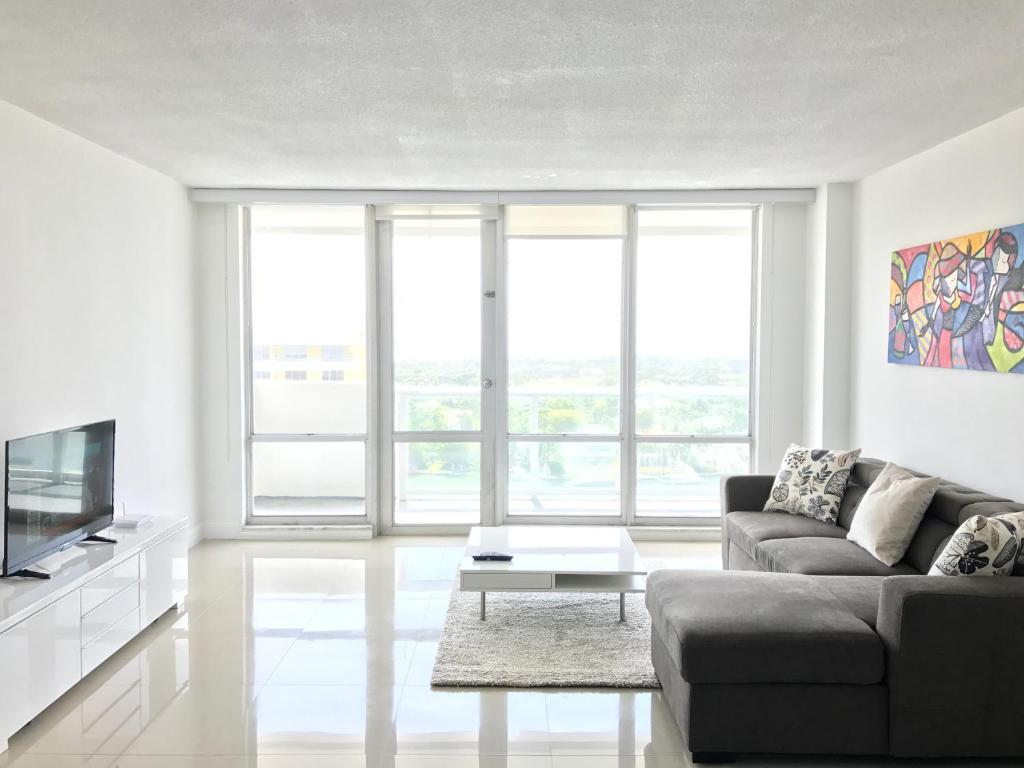 Apartments OP by Design Suites, Miami Beach, FL - Booking.com
