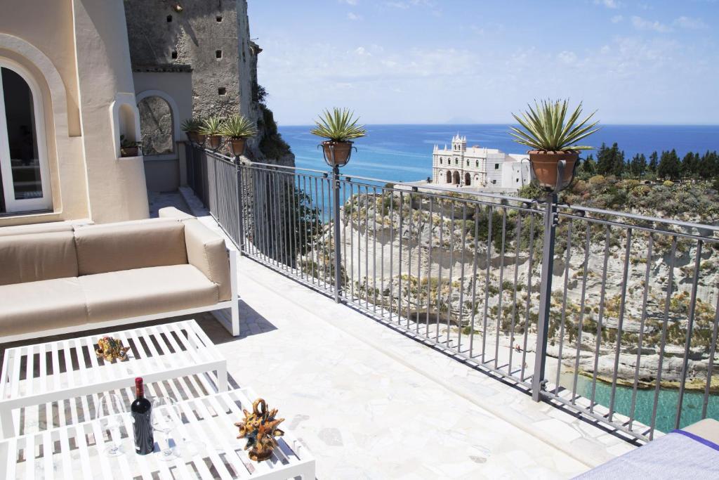 A balcony or terrace at La Dolce Vita a Tropea