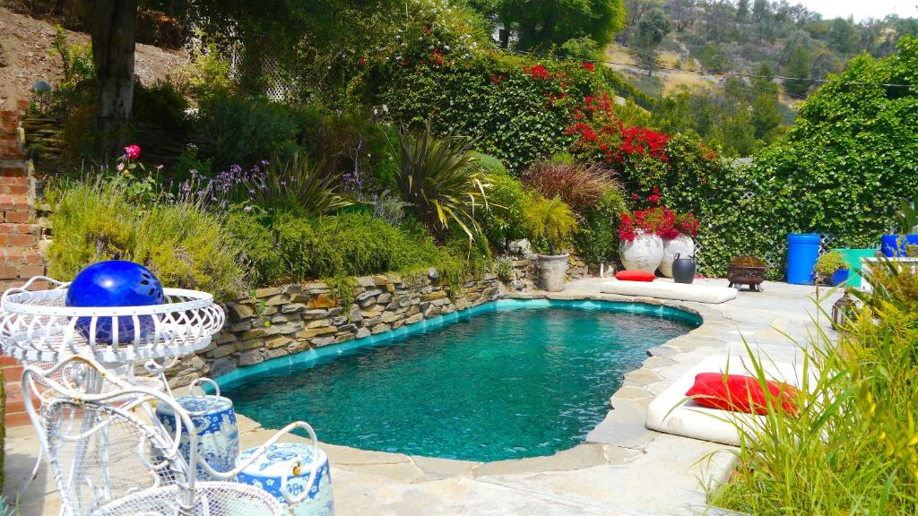 Vacation Home Beautiful Beverly Hills Home with Pool, Los Angeles ...