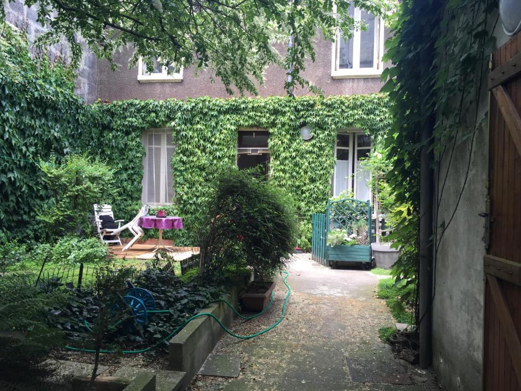 Apartment Loft Place Saint Projet, Bordeaux, France - Booking.com