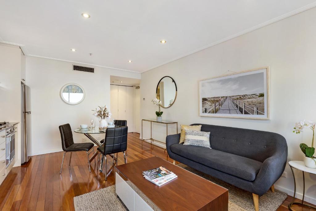 Studio Apartment Australia sydney cbd self contained modern studio apartment (3112pitt