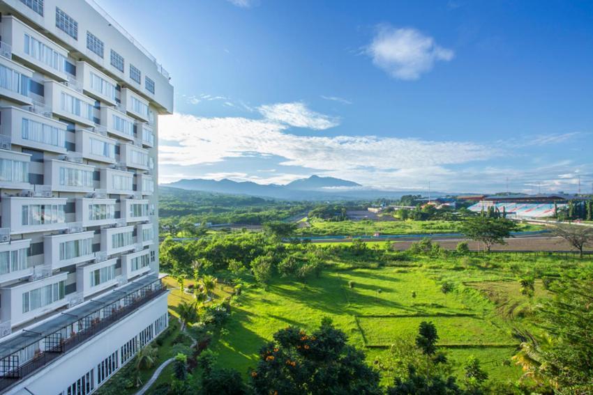 lorin sentul hotel bogor indonesia booking com rh booking com