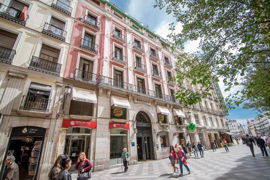 Hotel petit palace puerta sol madrid spain for Hotel arenal madrid