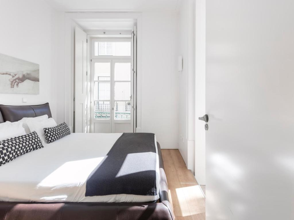 A bed or beds in a room at Lisbon Serviced Apartments - Baixa