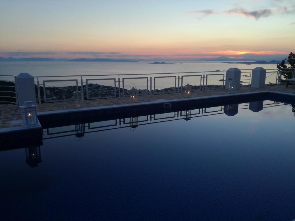 Vasca Da Bagno Infinity Prezzo : Infinity blue suites anavissos u2013 prezzi aggiornati per il 2018