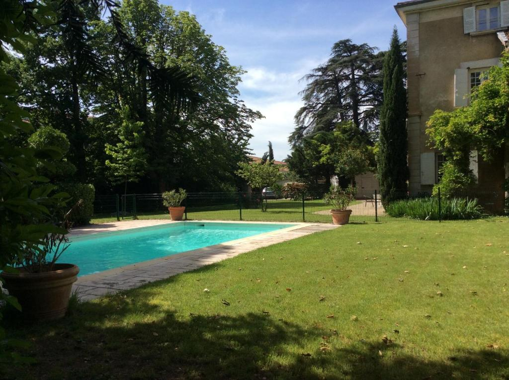 Bed and Breakfast Le clos saint Genois, Saint-Genis-Laval, France ...