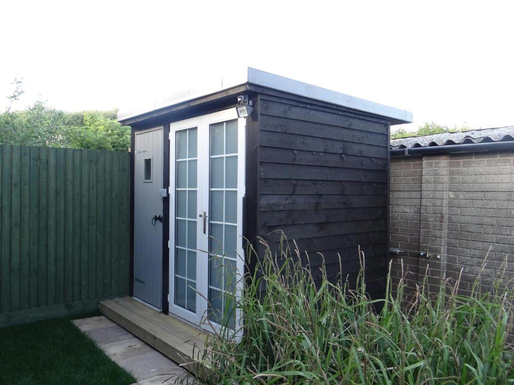 Garden Sheds Jersey Channel Islands holiday home the orca, rye, uk - booking