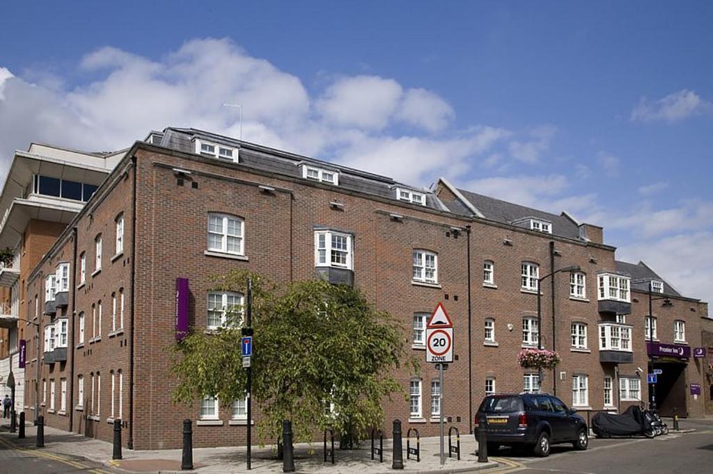 premier inn london southwark bankside london updated. Black Bedroom Furniture Sets. Home Design Ideas