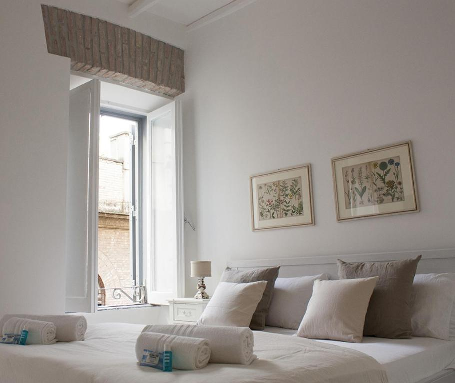 spelndid house and room design. Gallery image of this property Splendid House In Trastevere  Rome Updated 2018 Prices